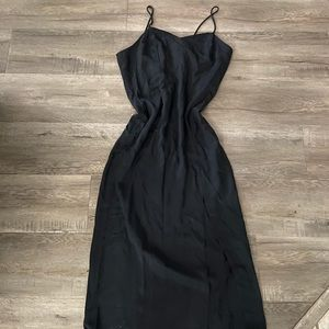 Midaxi black dress with slit